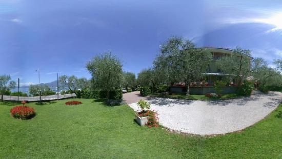 Hotel Garden: Giardino 2