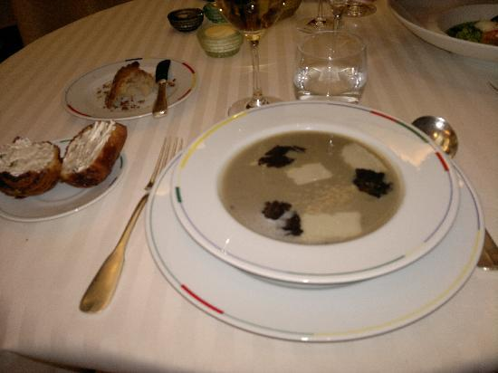 Restaurant Guy Savoy: Artichoke soup