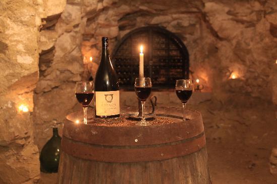 Le Clos de la Garde: Wine celler