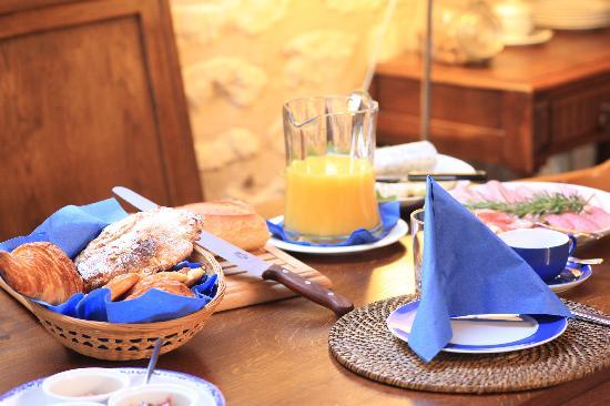 Le Clos de la Garde: Breakfast