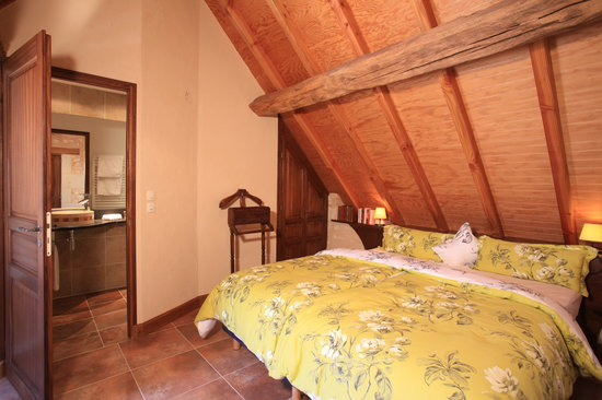 Le Clos de la Garde : Sleeping room in Suite Diane