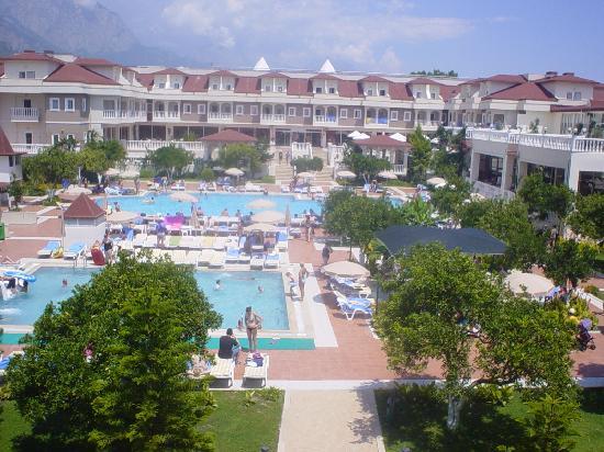Garden Resort Bergamot Hotel: View of Garden Resort from Family Room Floor
