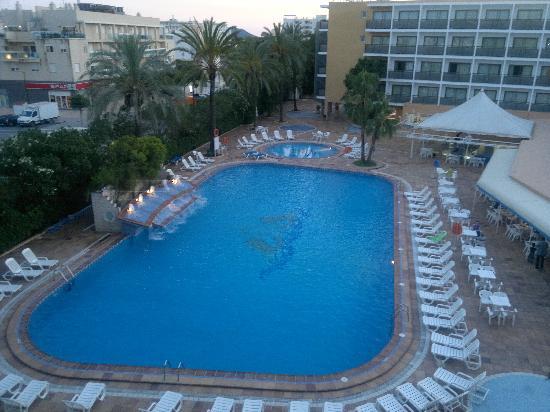 Hotel Mare Nostrum: La piscina dell'hotel....:-)