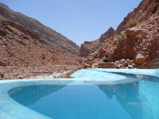Auberge le Festival : pool with a view