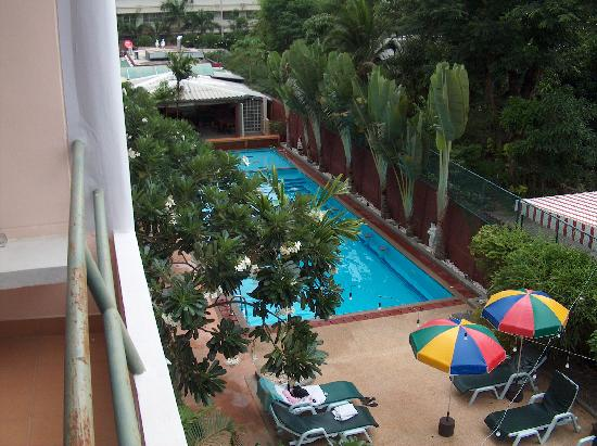 Peony Hotel: Pool viewed from 309's balcony