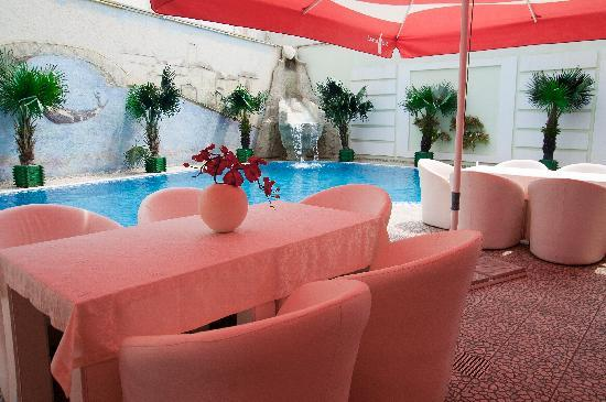 Budapest Hotel: Pool and outside terrace