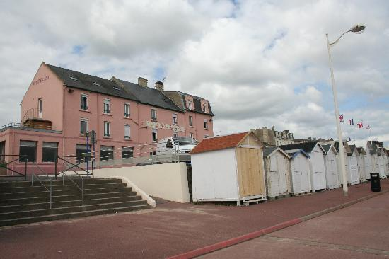 Luc-sur-Mer, Francia: hôtel et cabanons