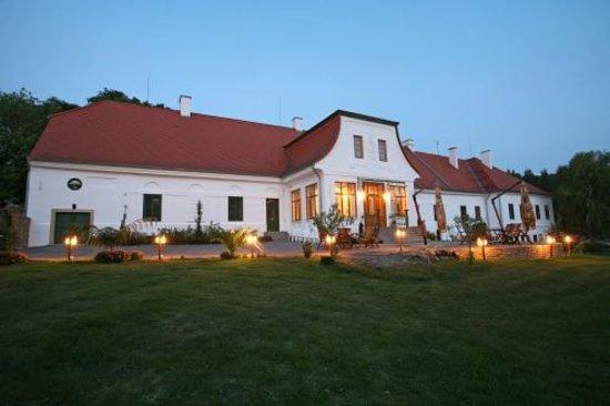 Chateau Bano: Western Veranda