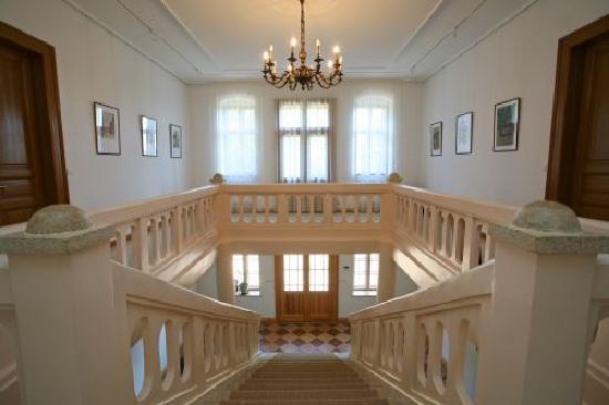 Chateau Bano: Hall
