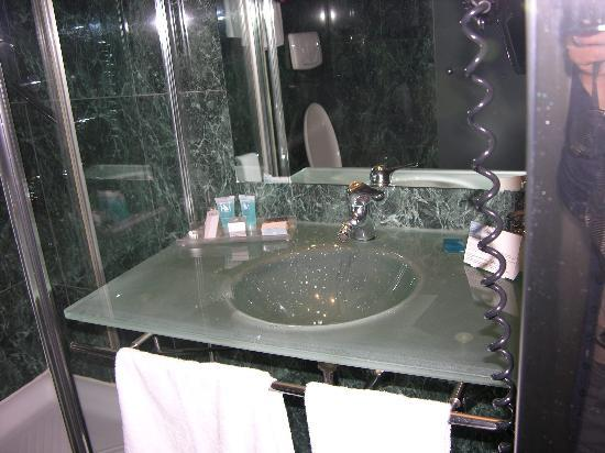 Eurostars Toscana: lavabo in vetro