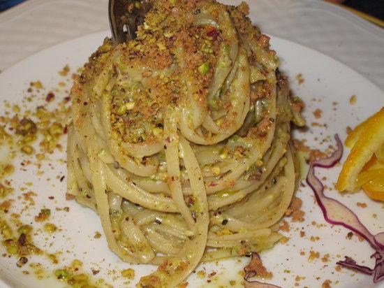 Al Boccone Ristorante : linguine bottarga e pistacchio