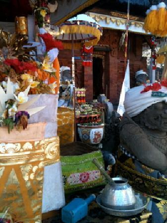 Villa Tiga: in the temple