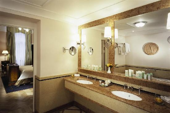 Belmond Grand Hotel Europe: Bathroom