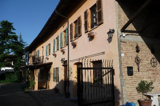 Casa di Maio: The outside of the B&B