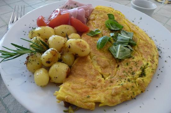 Casa di Maio: Our luscious omelet plate