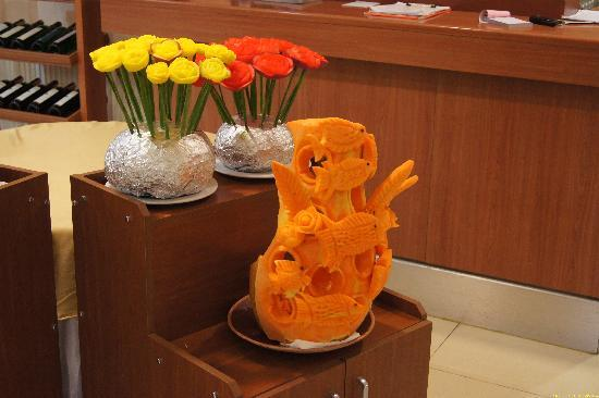 Crystal Kaymakli Hotel & Spa: Kürbisschnitzerei im Restaurant