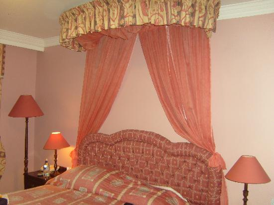 The Earl of Desmond Hotel: our room