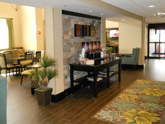 Hampton Inn & Suites Birmingham/280 East-Eagle Point: Fresh hot coffee 24/7