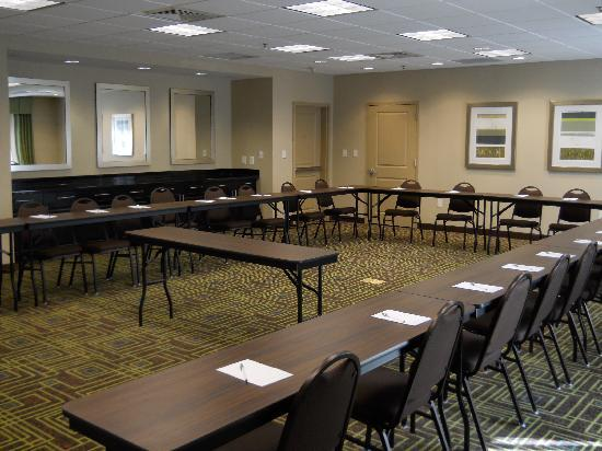 Hampton Inn & Suites Birmingham/280 East-Eagle Point: 800 square feet of meeting space