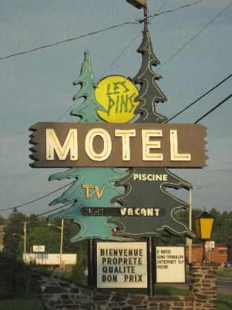 Motel Les Pins : In Front of the Motel