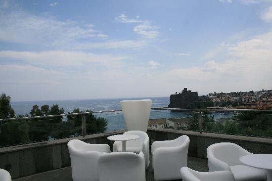 Vista dalla terrazza - Picture of Pizzeria Manteca, Aci Castello ...