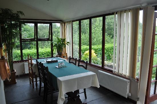 Forest How Guest House: Breakfast in the conservatory