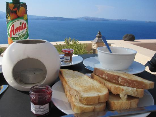 Lucky Homes - Oia: Breakfast!
