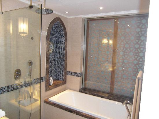 Movenpick Ibn Battuta Gate Hotel Dubai : Bathroom
