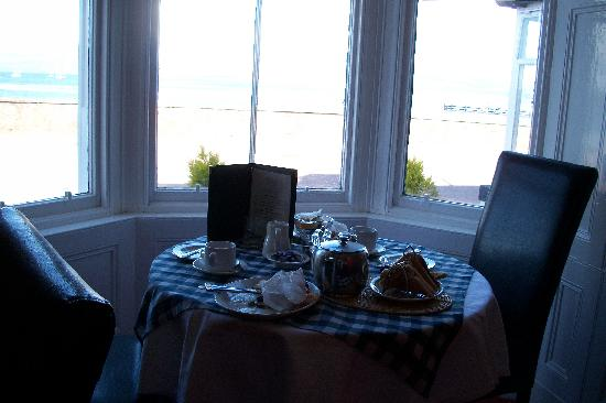 Royal Hotel Cromarty: Breakfast table