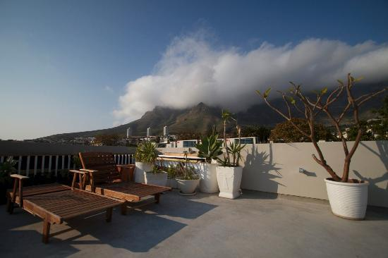 The Three Boutique Hotel: Roof deck looking toward Devil's Peak