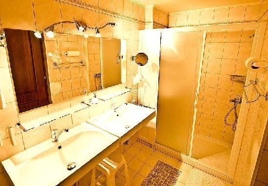 Klimt Guest House: our shower