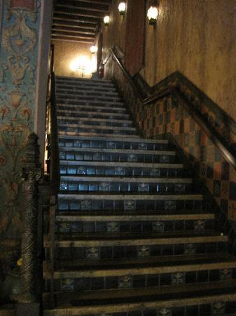 Tampa Theatre: Stairs to balcony seating