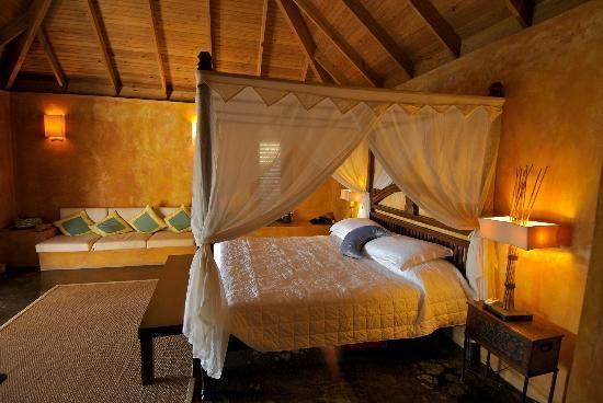 Laluna Hotel: romantic balinese style bedroom suite