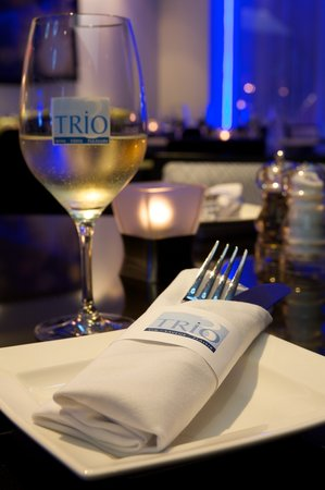 Trio Restaurant And Bar At Novotel Toronto North York Hotel