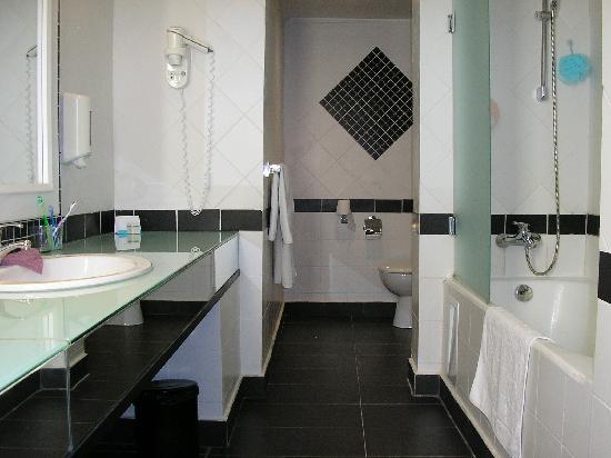 Hotel Manar: Bathroom