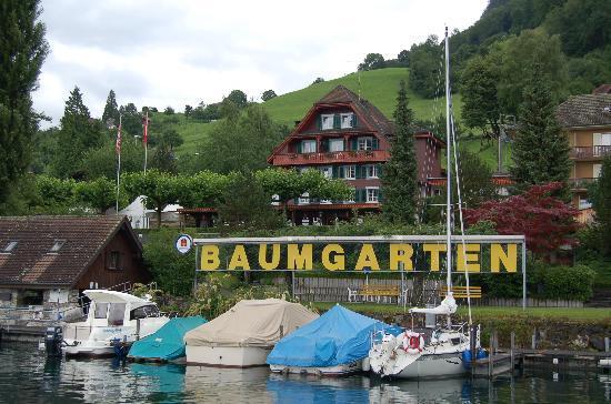 Seehotel Baumgarten : l'hôtel depuis le port privé