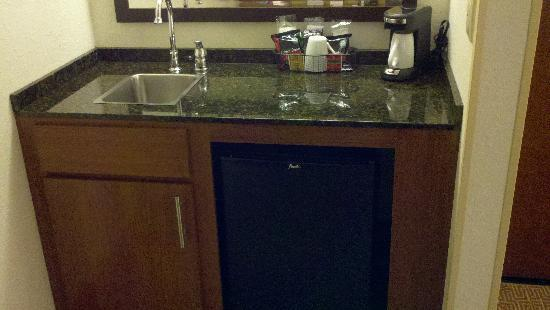 Hyatt Place Las Vegas: Coffe Bar with Fridge and Sink which is Nice....