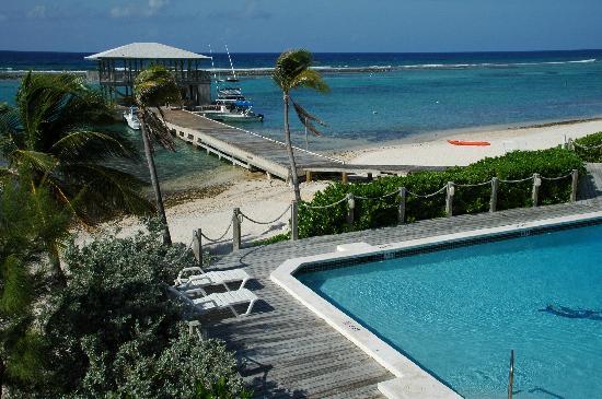 Carib Sands Beach Resort: Dock and the pool at Carib Sands