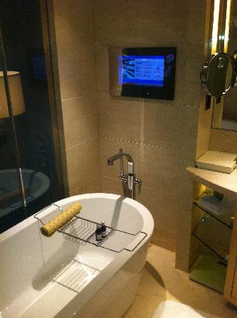 Hotel Nikko Shanghai: BAÑO FULL EQUIPE