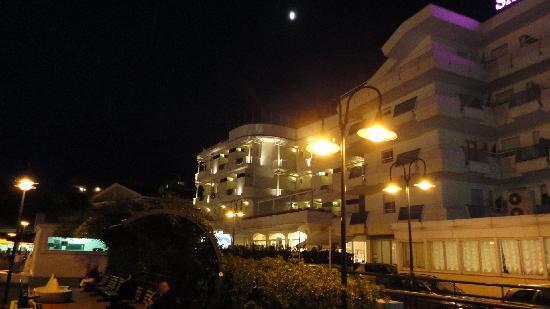 Hotel San Marco : vista notturna albergo