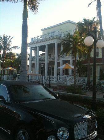 Gasparilla Inn & Club: Front of hotel