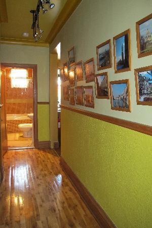 A la Carte Bed & Breakfast: Hallway