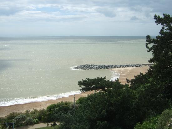 Grand Burstin Hotel: view of the beach from the top of the lees road