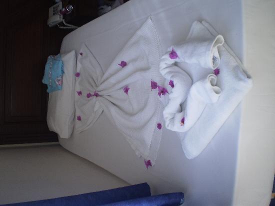 Navy Hotel: lovely beds xx