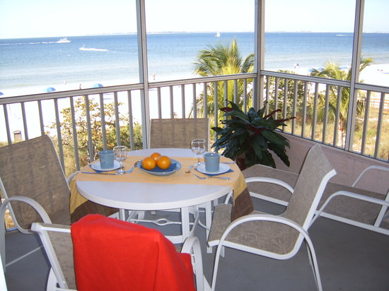 Abaco Beach Villas: Beach Front Screened Balcony