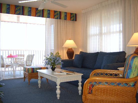 Abaco Beach Villas: Spacious Beach Front Living Room