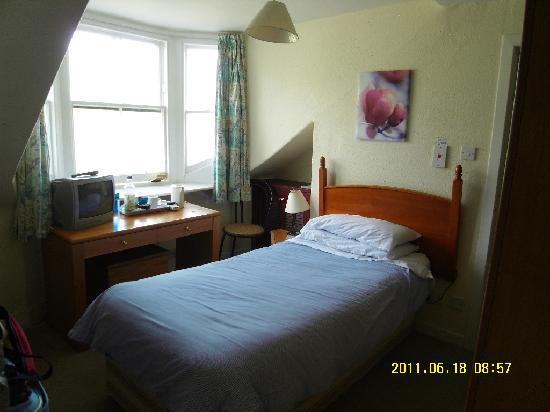Mackay's Hotel: room 9