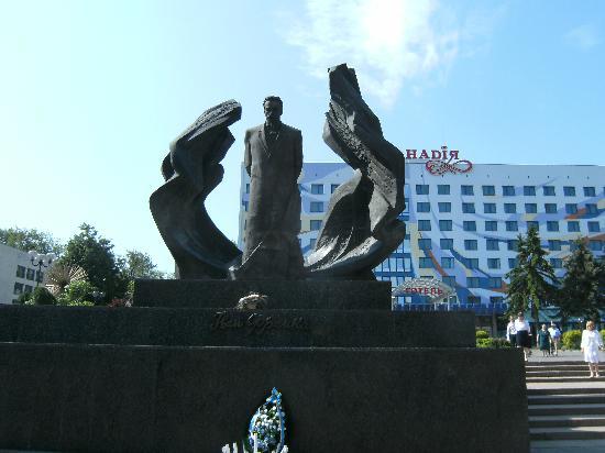 Nadiya Hotel: Front of hotel and statue of literary hero Ivan Franko