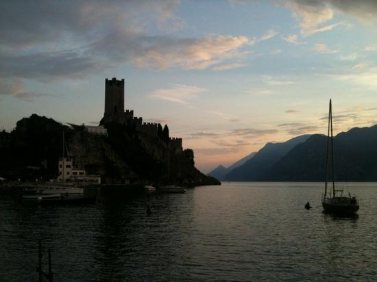 Majestic Palace Hotel: Malcesine from the lake shore