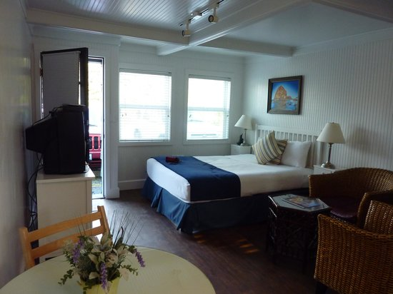 nice bed clean white blanket picture of mcbee cottages cannon rh tripadvisor com mcbee cottages cannon beach oregon